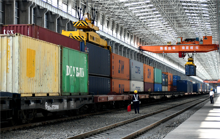 Xinjiang's Alataw Pass sees rising China-Europe freight trains