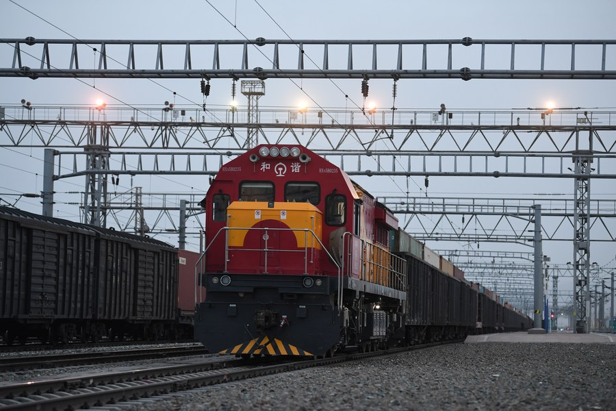 China-Europe freight trains via Xinjiang hit record high in 2020