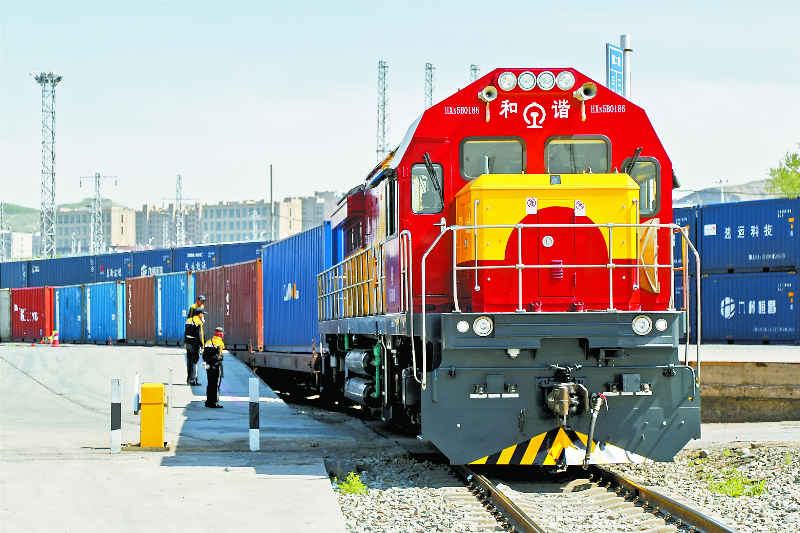 More trains, cargo pass through Xinjiang's border port