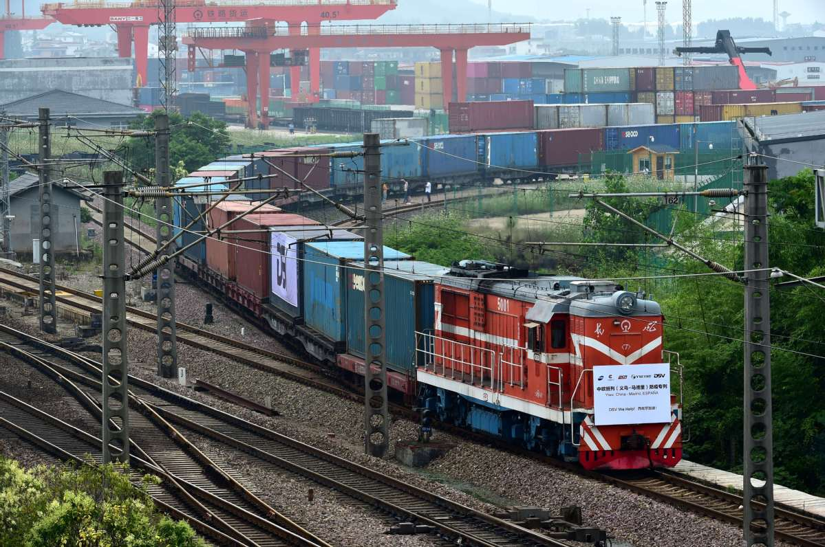 China's largest land port sees record number of China-Europe freight trains