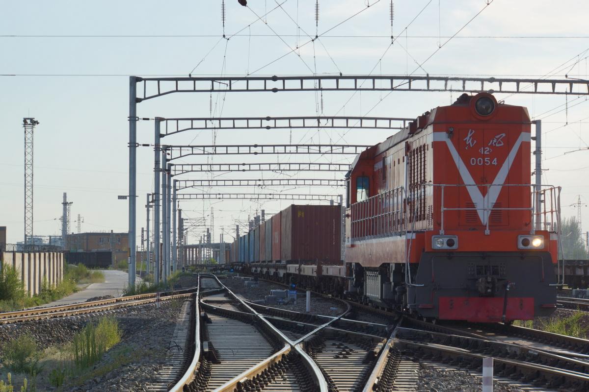 Railway transport booming in Xinjiang