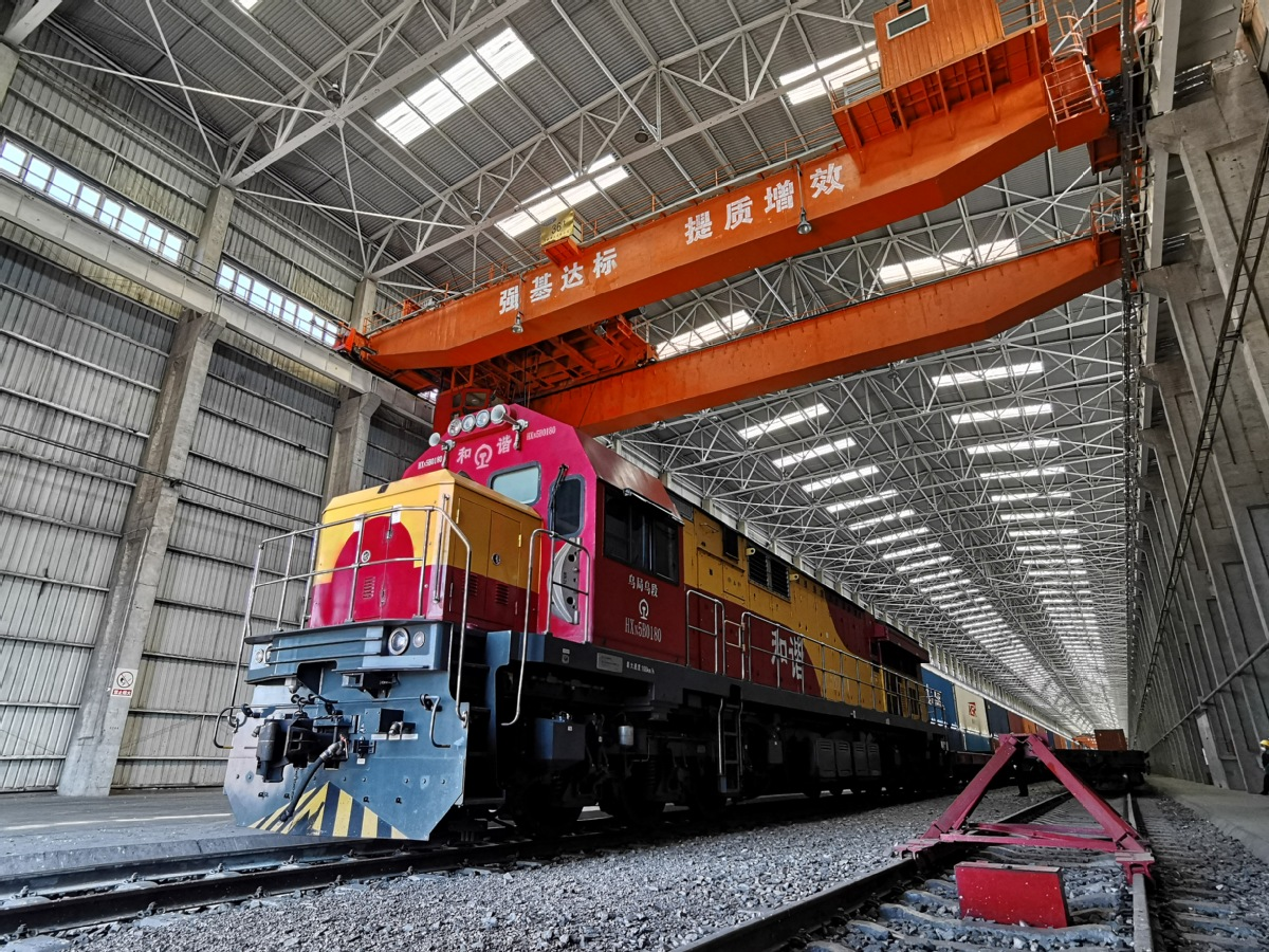 Xinjiang's border port sees record China-Europe freight trains