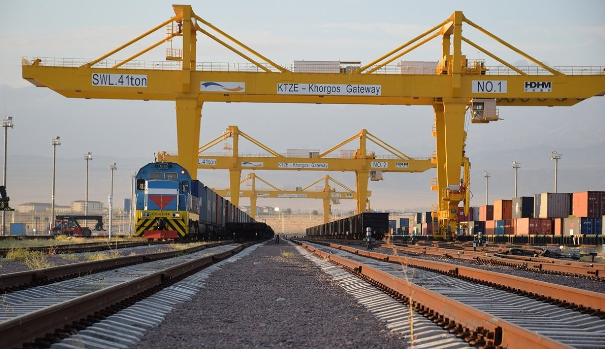 Xinjiang border port sees rising rail freight volume