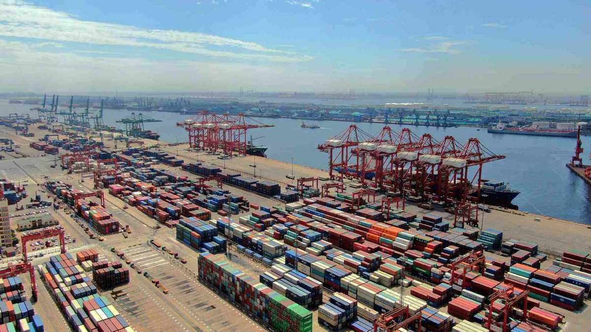 Tianjin's 100th China-Europe freight train departs from Tianjin Port to Europe