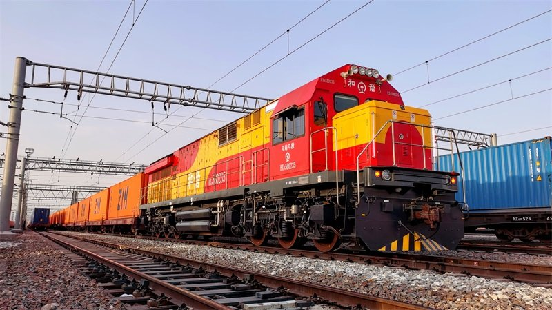 Alataw Pass, a major land port in northwest China, sees 1,500 trips by China-Europe freight trains this year