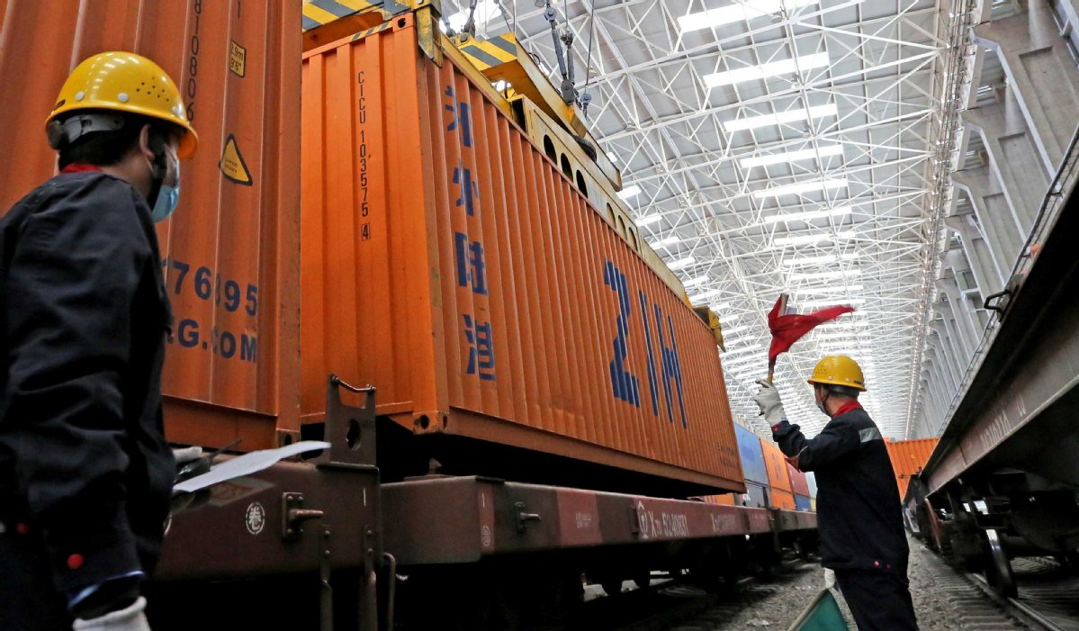Streamlined customs clearance procedure applied for China-Europe freight trains