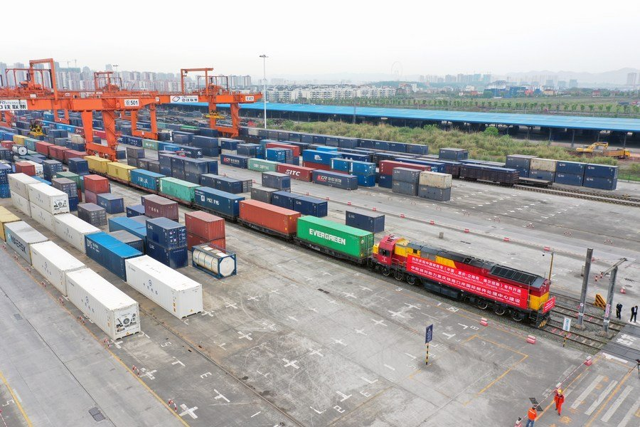 Cross-border highway freight service surging in Chongqing in H1 of 2021