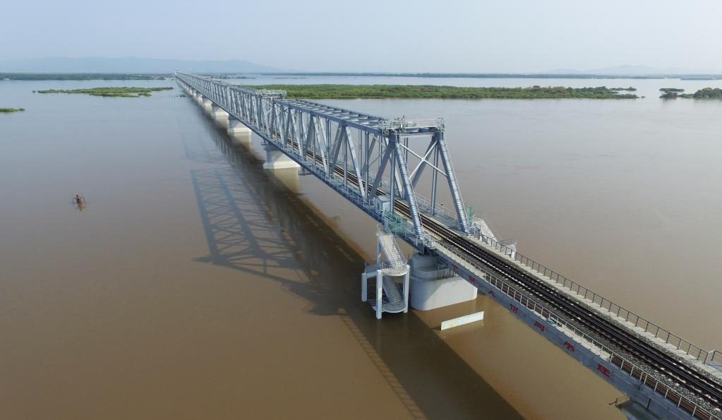 The first cross-river railway bridge of China-Russia finished tracklaying work