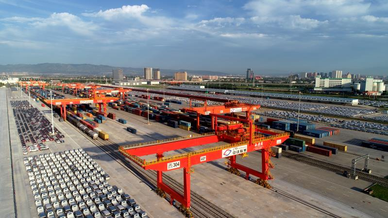 """""""Dual platforms in one city"""" for Eurasian freight train, what are the pros and cons?"""