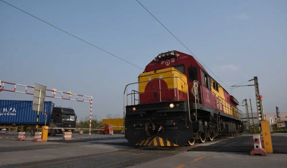 Land-sea trade corridor links China's Chongqing and Vietnam's Hanoi
