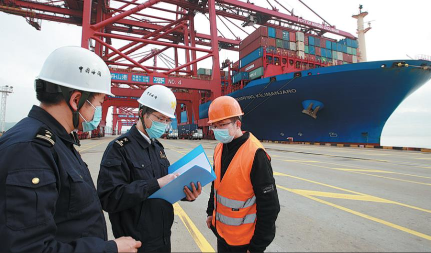 China will support the orderly opening of cargo airports and explore trials for transshipment of international containers