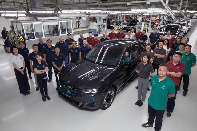 BMW Brilliance's 4 millionth car rolls off production line and BMW to invest 3.9 bln USD in China