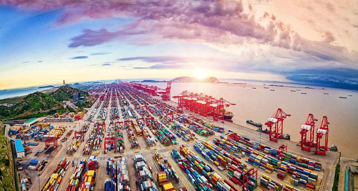 In August, China's cargo and container throughput increased