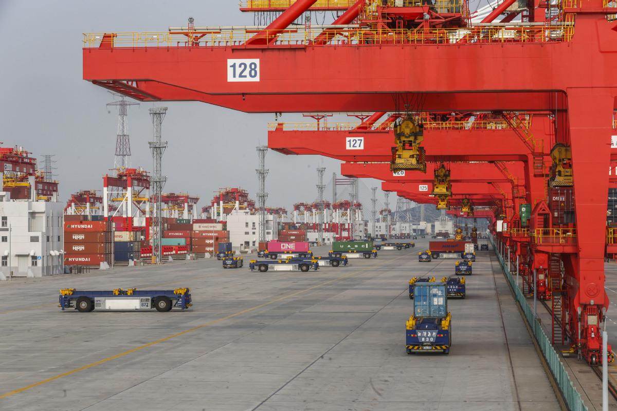 China's economy is gradually improving as some economic indicators are continuing to recover