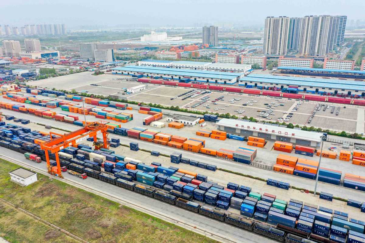 Data: China's railways send 920 million tons of cargo in Q1