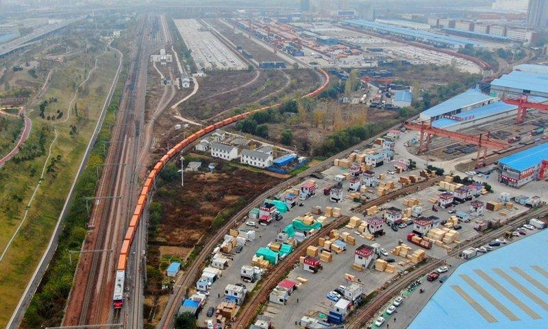 Flood-stricken Zhengzhou section of China-Europe freight train resumes operation