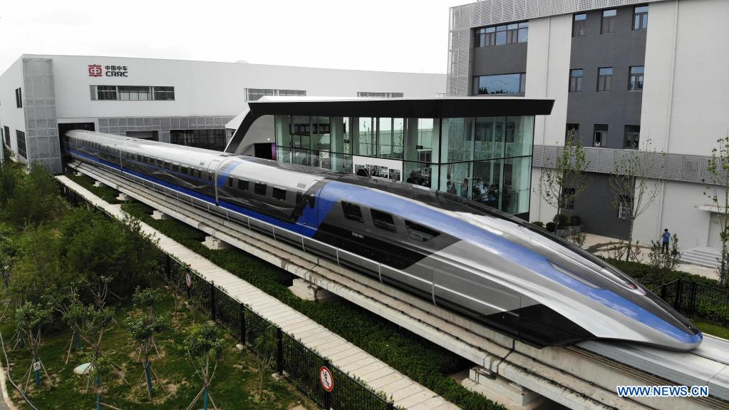 The world's first high-speed maglev train with a speed of 600 km/h rolls off the assembly line